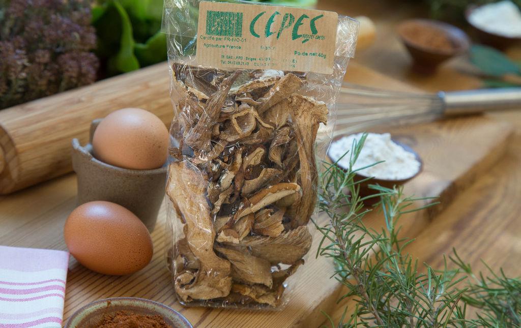 champignon : trompettes de la mort bio séchées