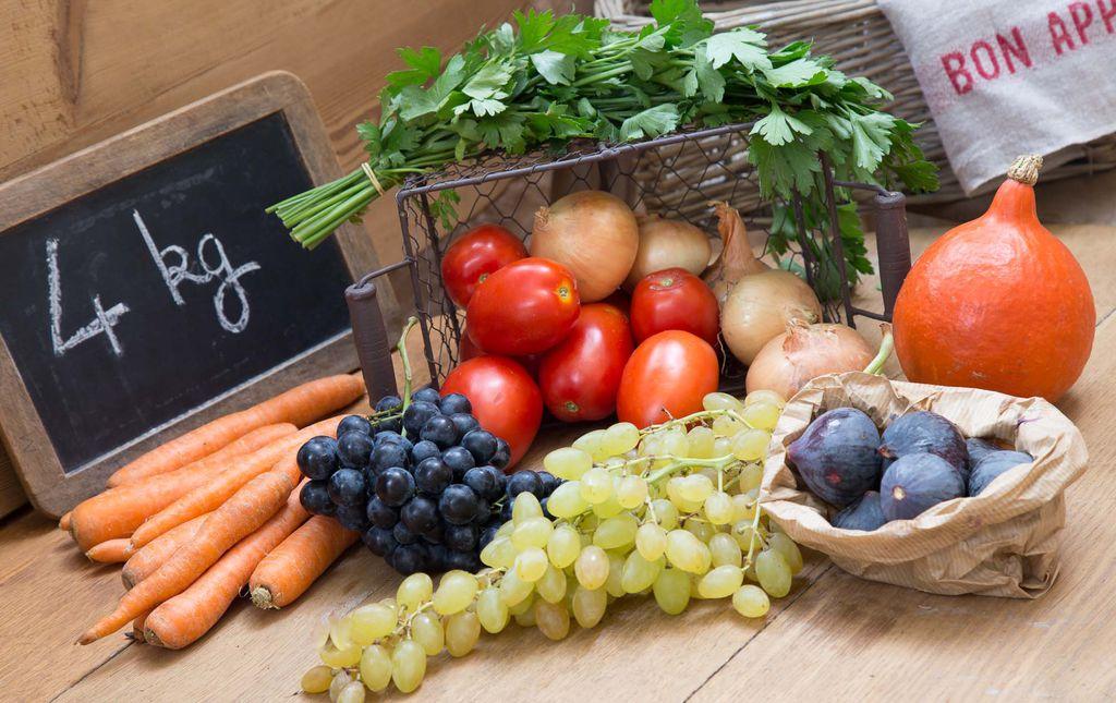 Petit panier de fruits et légumes bio